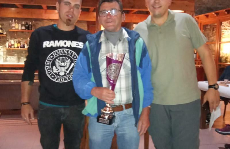 Martin Cruz trofeo en el social de La Guingueta D´Aneu